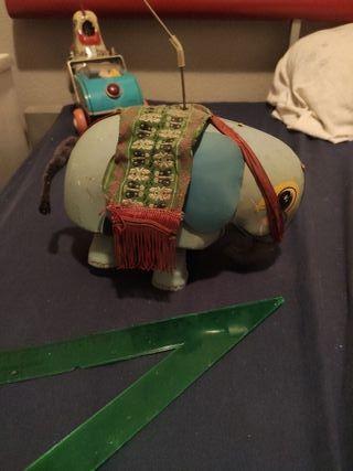 elefante de juguete chapa y tela