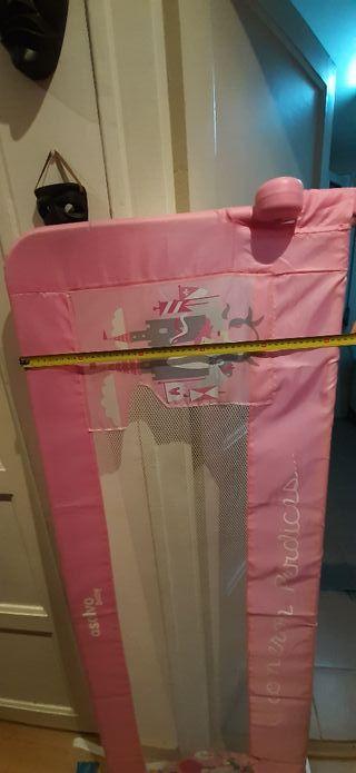 barrera cama color rosa