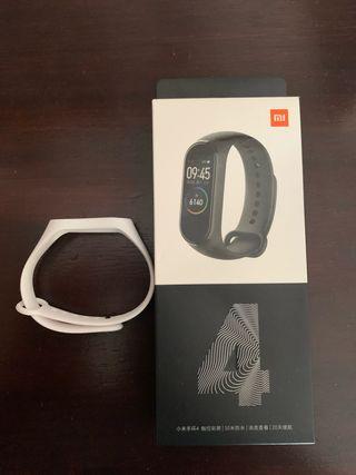 Xiaomi mi band 4 .