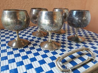 Antiguas copas vasos de metal plateado