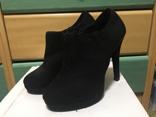 Botines de tacón negro