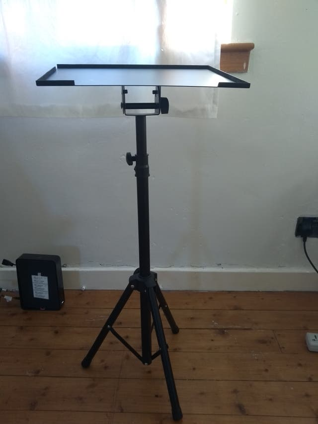 Projector stand