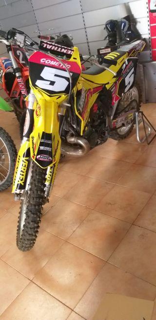 se vende moto de cross suzuki RM 250 2 t