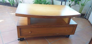 mesa de tele de madera en buen estado