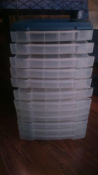 Más de 180 útiles de pesca con mueble archivador