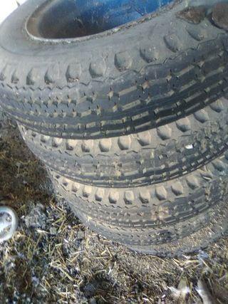 juego de neumáticos con llantas