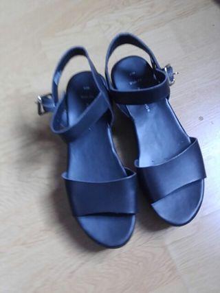 Sandalias negras tamaño 39
