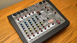 Mesa de mezclas Allen & Heath ZEDi-10FX