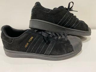 Zapatilla Adidas modelo News York.