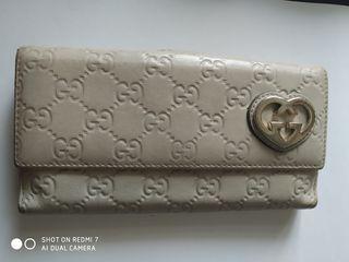 Gucci, cartera monogram beige