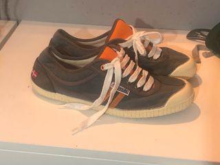 Se venden zapatillas kawasaki