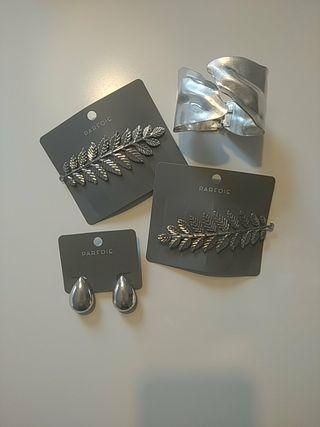 Pendientes, brazalete y peinetas en color plata
