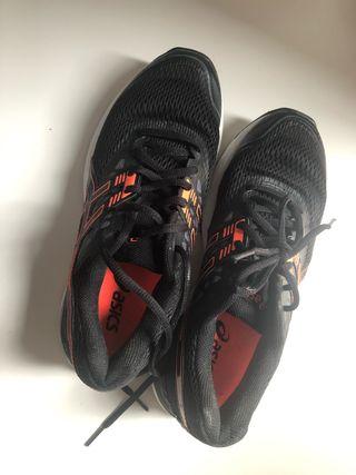 Zapatillas padel o running Asics