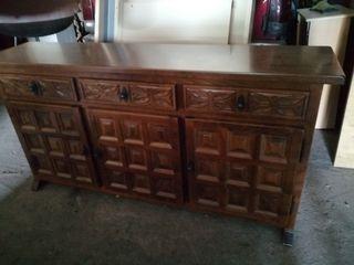 mueble castellano de madera macizo