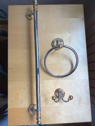 Accesorios baño en acero y dorado