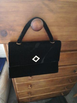 bolso negro de fiesta de mano