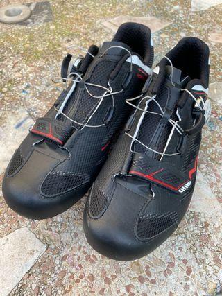 Accesorios bici de carretera (zapatos, casco y +)