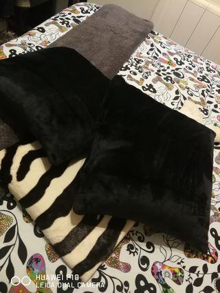 alfombra y funda de Cojines.