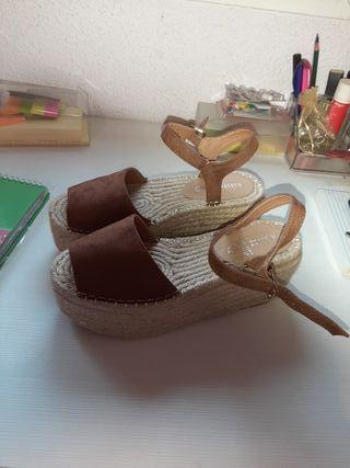 sandalias de esparto marrones