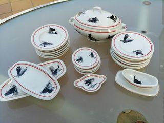 vajilla antigua de porcelana en miniatura