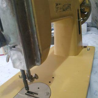 Maquina antigua de coser.