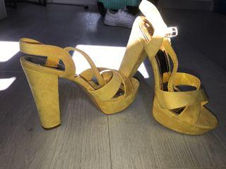 Sandalias amarillas tacón
