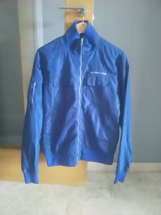 chaqueta hombre azul impermeable