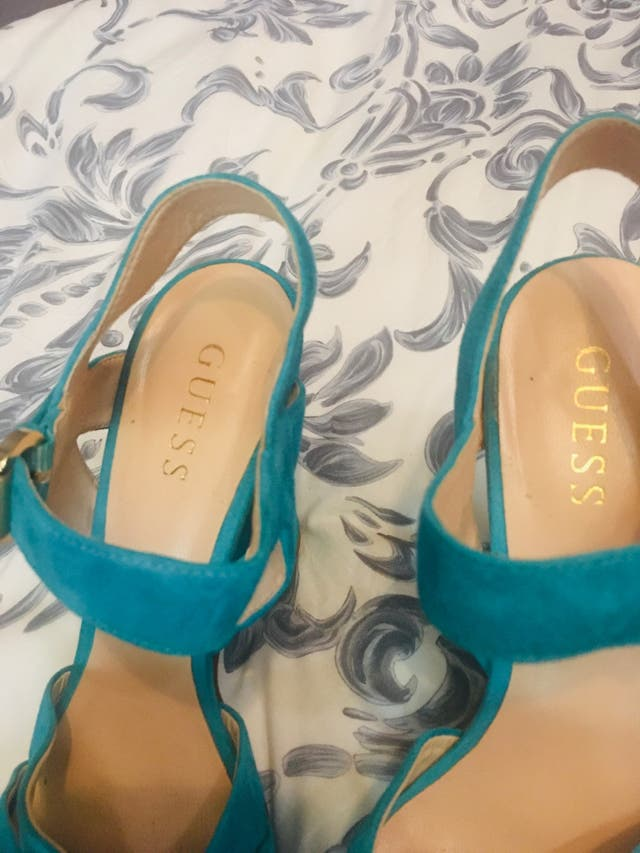 Sandalias de ante Guess