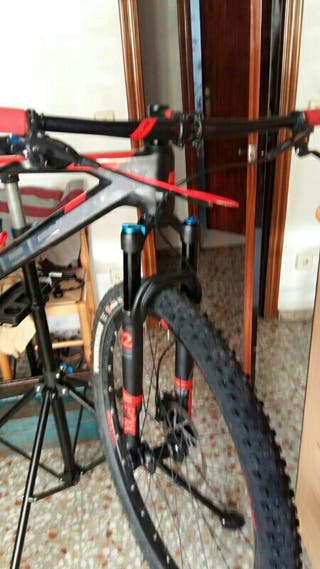 Bicicleta de carbono cube reaction pro.