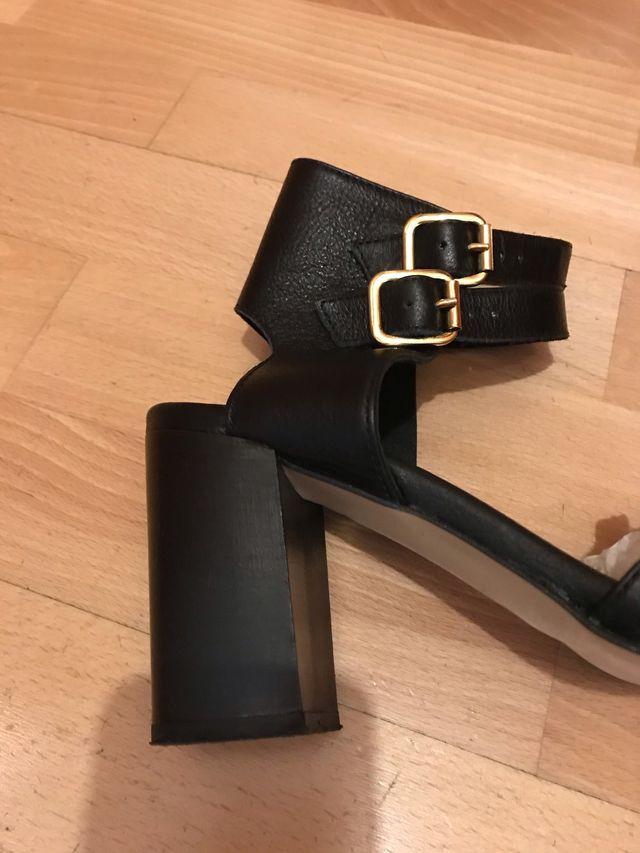 Sandalias negras de piel, talla 40, marca Zign.