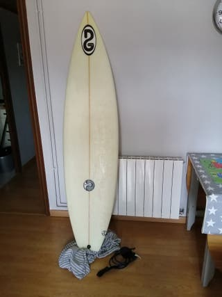 Tabla de surf 6.4 poco uso más funda y leash