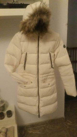 abrigo plumon con gorro largo