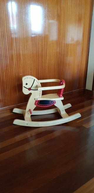 Caballito de madera balancín