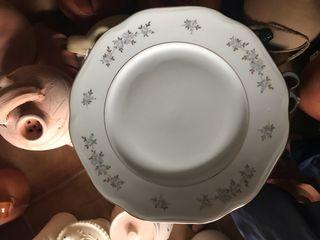 Vajilla de 12 servicios de fina porcelana