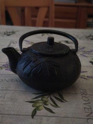 Tetera tradicional japonesa de hierro fundido