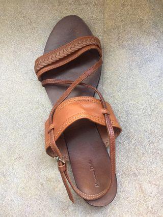 Sandalia piel marron