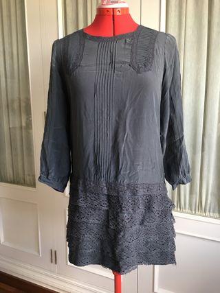 Vestido gris de seda