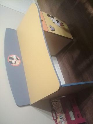 escritorio y mesilla infantil