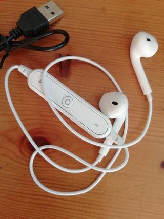 Auriculares Bluetooth blancos.