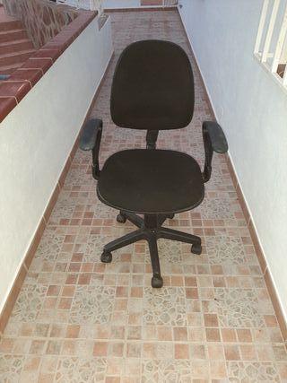 silla de escritorio con reposa brazos