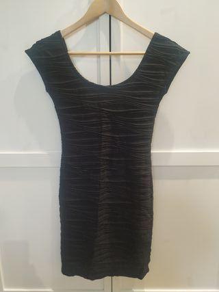 vestido negro pull&bear