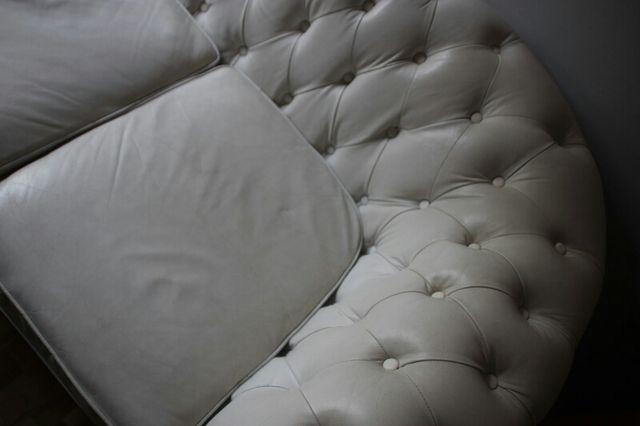 Sofá capitoné de 3 plazas de cuero blanco Chester