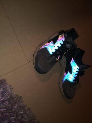 Zapatillas Nike Huarache reflectantes 43/44