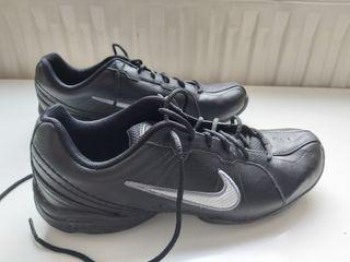 zapatillas Nike air Max negras puestas una vez