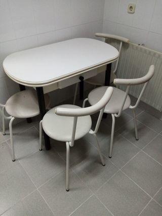 Mesa + 4 sillas cocina