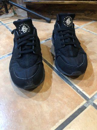 Nike Huarache negras talla 47,5