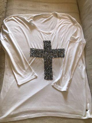 Camiseta blanca cruz lentejuelas plateadas