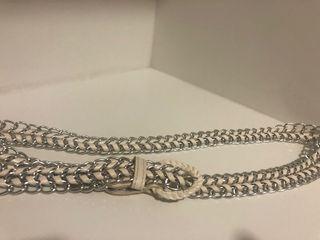 cinturón metal y polipiel blanco