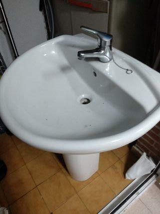 lavabo, con grifo y pie