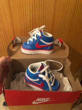 Zapatillas bebè Nike nuevas.